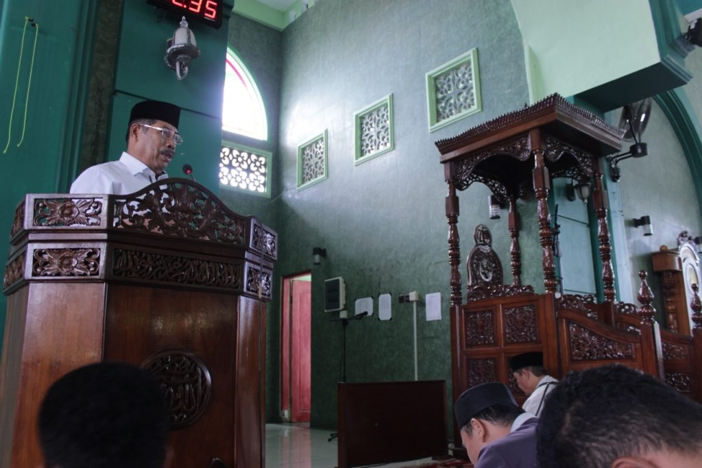 Amaliyah Ramadhan UMI Makassar Bagi Hadiah