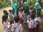 Kegiatan PHBS Mahasiswa Ners FKM UMI di Takalar
