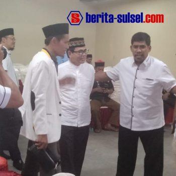 Ketua DPW PKS Sulsel, Surya Darma dan Sekretaris DPW PKS Sulsel Imam Rohani menyembut kehadiran Andi Mustaman saat halal bi halal.