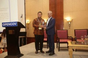 Pj Walikota Makassar Terima Penghargaan Recognition Of Excellence dii 4Th Opengov Leadership Forum 2019
