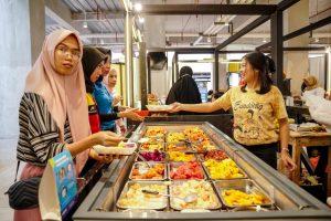 Asinan Segar Jadi Primadona di Culinary Spot Nipah Mall