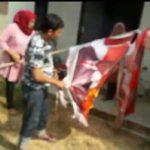 Prabowo Ketemu Jokowi, Relawan PAS08 Sulsel Bakar Bendera Prabowo-Sandiaga di Makassar