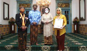 Ketua DPRD Sulsel Diberi Gelar Kanjeng Mas Tumenggung dari Kerajaan Surakarta