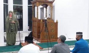 Rektor UIM Taraweh Perdana di Masjid Kampus dengan Prokes Covid-19