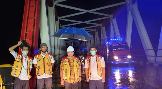 Sebelum Diresmikan Anggota Komisi V DPR RI Muhammad Fauzi Tinjau Jembatan Palopo - Toraja